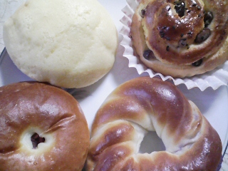 本日のお昼ご飯/菓子パンとひよこ豆のスープ