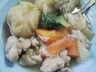 本日のお昼ご飯のおかず  鶏肉とジャガイモのシチュー、北海道・士別市・日の出食品のダッタンそば、旭川市・あさひかわ農協の江丹別ピリカイそば