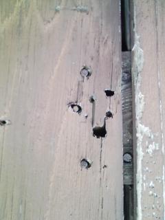 家の修理 木製の雨戸の戸袋の隙間が大きいので修理する