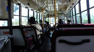 バスはガラガラ