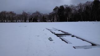 5月14日 龍宮付近 ベンチが雪に