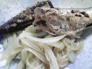 本日の朝ご飯のおかず イワシレモンスープ・タマネギ炒めのせ、豆腐とモヤシの味噌汁など
