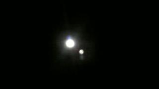 月が綺麗だけど何か点がが写る