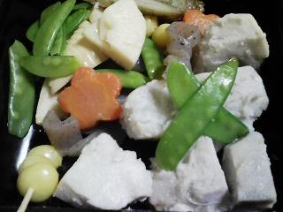 本日の朝ご飯のおかずの写真 山口県産真鯛の塩焼きの残り、お節など