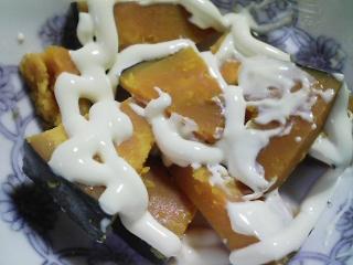 本日の朝ご飯のおかずの写真 イワシの丸干し、煮干し出汁の味噌汁など