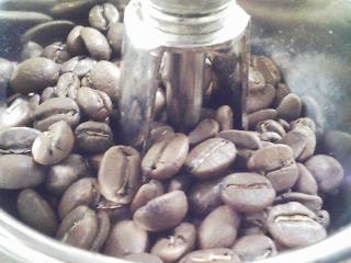 サイフォンでコーヒーをいれる 豆はカルディのグアテマラ、水は八ヶ岳某山中の水