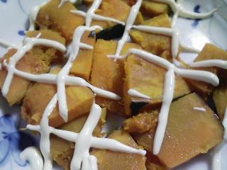 本日の朝ご飯のおかずの写真 目玉焼き、アジ出汁の味噌汁など