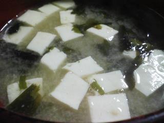 本日の朝ご飯のおかずの写真 佐賀産真アジの開き、煮干し出汁の味噌汁など