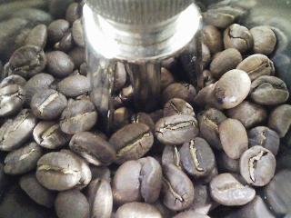 サイフォンでコーヒーをいれる 豆はカルディのキリマンジャロ、水は山の水(天水)