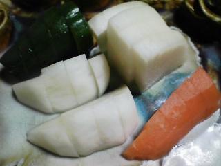 本日の晩ご飯のおかずの写真 千葉産真サバの塩焼き、鶏肉と野菜のスープ(タバスコでピリ辛)など