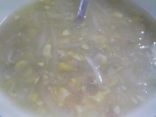 本日のお昼ご飯の写真 自家製餃子、コーンスープなど