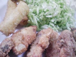 本日のお昼ご飯の写真 広島産カキのフライ、神奈川の伊勢原産ネギのフライなど