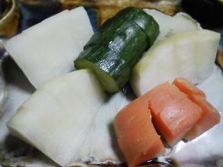 本日の晩ご飯のおかずの写真 黒毛和牛のもも肉のすき焼き、自家製香の物