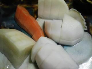 本日の晩ご飯のおかずの写真 神奈川の三浦産サヨリの塩焼き、ブリ大根鍋など