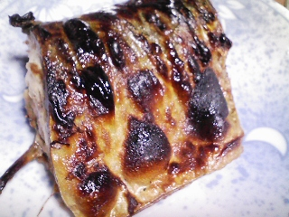 本日の晩ご飯のおかずの写真 千葉産真サバの塩焼き、なす味噌炒めなど