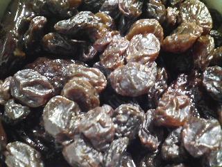 干しぶどうとプルーンの赤ワイン漬けを作る