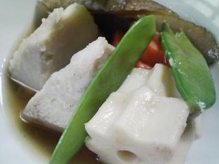 本日の朝ご飯のおかずの写真 石川県産真イワシの塩焼き、煮干し出汁の味噌汁など