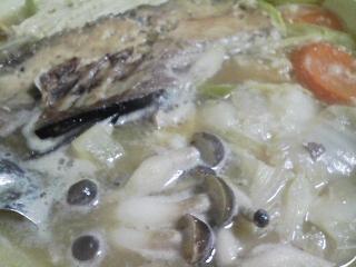 本日の晩ご飯のおかずの写真 宮崎産生・天然ブリの刺身、ブリのアラの鍋など