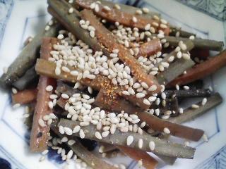 本日の朝ご飯のおかずの写真 千葉産真イワシの塩焼き、煮干し出汁の味噌汁など