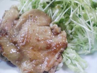 本日のお昼ご飯の写真 北海道風連・米沢製麺さんのうどん、北海道まるなかさんのみのりそばなど