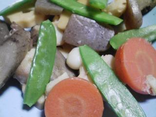 本日の晩ご飯のおかずの写真 千葉産真イワシの塩焼き、野菜などの煮物など