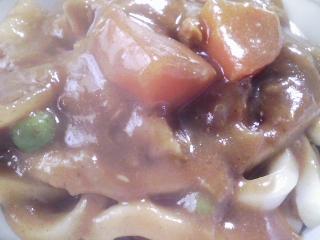 本日のお昼ご飯の写真 カレーうどん、大福豆煮