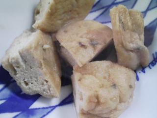 本日の朝ご飯のおかずの写真 千葉産真イワシの塩焼き、アジ出汁の味噌汁など