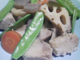 本日の晩ご飯のおかずの写真 神奈川の三崎産青アジの自家製酢漬けの寿司、八つ頭などの煮物 など