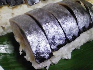 本日の晩ご飯の写真 しめ鯖寿司、サラダなど