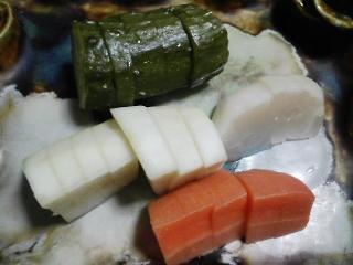 本日の晩ご飯のおかずの写真 宮城産サンマの塩焼き、キャベツ・カリフラワーなどの蒸し野菜サラダ など