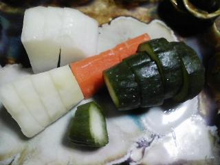 本日の晩ご飯のおかずの写真 神奈川の三浦産片口イワシの刺身、北海道産甘エビなど