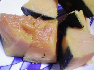本日の晩ご飯のおかずの写真 奄美産生本マグロのカマの刺身、ポテトサラダ(ジャガイモは北海道産キタカムイ)など