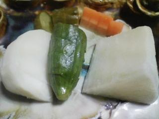 本日の晩ご飯のおかずの写真 神奈川の三浦産コノシロを使ったカレー、生若芽、自家製香の物など