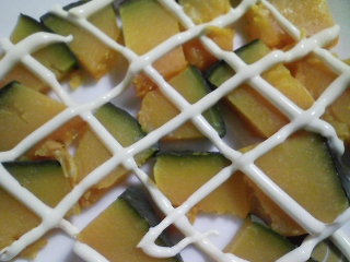 本日の朝ご飯のおかずの写真 北海道産銚子加工のサンマの開き、煮干し出汁の味噌汁など