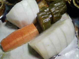 本日の晩ご飯のおかずの写真 神奈川の三崎産カツオの刺身、若竹汁など