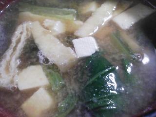 本日の朝ご飯のおかずの写真 三重産天然ブリのアラの塩焼き、煮干し出汁の味噌汁など
