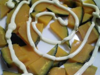 本日の朝ご飯のおかずの写真 神奈川の三浦産片口イワシの塩焼き、煮干し出汁の味噌汁など