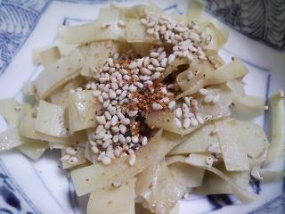 本日の晩ご飯のおかずの写真 神奈川産真アジの刺身、神奈川の葉山産タケコノの皮のきんぴらなど