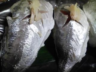本日の晩ご飯のおかずの写真 神奈川産真アジの自家漬け酢アジ寿司、神奈川の葉山産タケノコの煮物など
