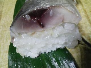 本日の晩ご飯のおかずの写真 神奈川の横須賀産青アジの自家製酢漬け寿司、蒸し野菜のサラダなど