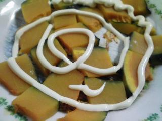 本日の朝ご飯のおかずの写真 神奈川の三浦産片口イワシの塩焼き、青アジ出汁の味噌汁など