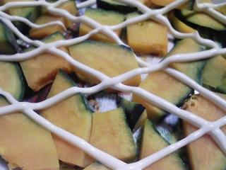 本日の朝ご飯のおかずの写真 ちょーしたのニシンの蒲焼きの缶詰、煮干し出汁の味噌汁など