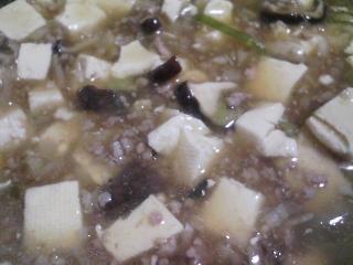 本日の晩ご飯のおかずの写真 マーボ豆腐、大根の皮のきんぴらなど