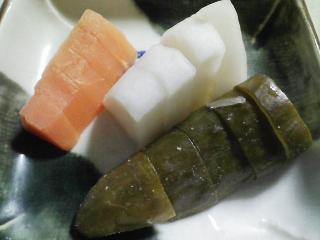 本日の晩ご飯のおかずの写真 千葉産真サバの塩焼き、サラダなど