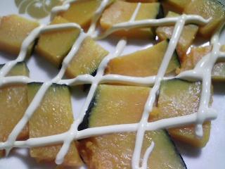 本日の朝ご飯のおかずの写真 神奈川の長井産真イワシの塩焼き、大根の葉の炒め物など