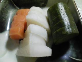 本日の晩ご飯のおかずの写真 静岡産アユの塩焼き、野菜の煮物など