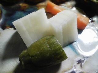 本日の晩ご飯のおかずの写真 市販のシメサバを使ったシメサバ寿司、肉野菜スープなど