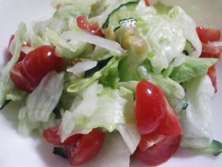 本日の晩ご飯の写真 カレーライス、サラダ
