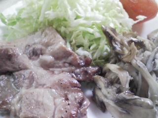 本日のお昼ご飯の写真 北海道のマルナカさんの蝦夷の糸そうめん、豚肉の塩胡椒焼きなど