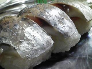 本日の晩ご飯のおかずの写真 神奈川の三崎産真アジの自家製酢漬け寿司、鰹節出汁の吸い物など